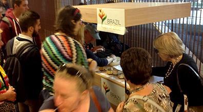Degustação de mel brasileiro na Expo Milão 2015